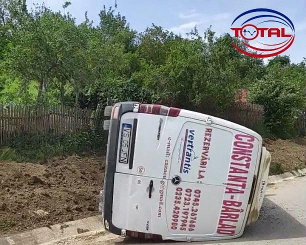 Microbuz cu 7 persoane, răsturnat în satul Morăreni!.mpg_snapshot_00.00.289