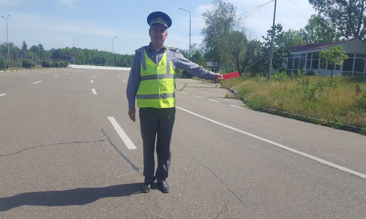 ConducÄ_tor auto fÄ_rÄ_ premis de conducere corespunzÄ_toar, depistat în trafic
